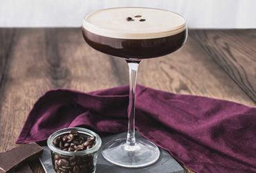 Espresso Martini zubereiten